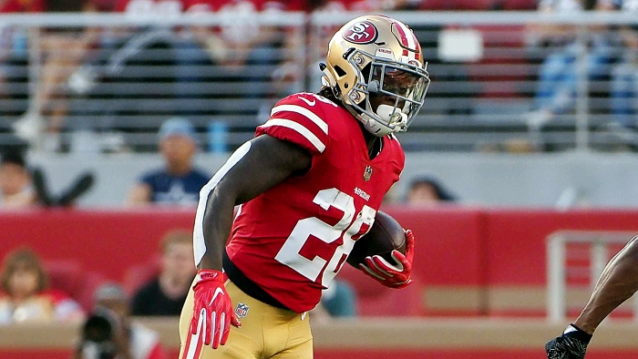 49ers RB Jerick McKinnon ditches crutches, observes Tuesday's practice